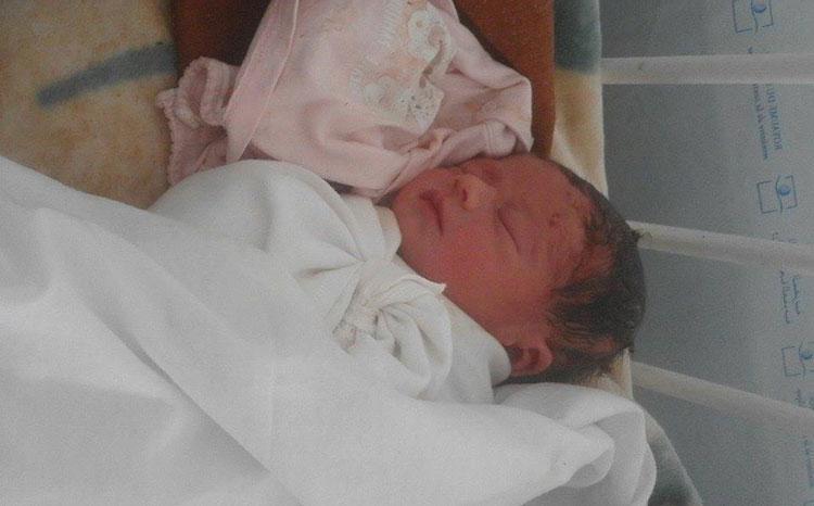 حامل تضع مولودها أمام مركز صحي موصد الأبواب بنواحي تازة