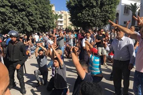 """عمالة الحسيمة :"""" اصابة 72 عنصرا من القوات العمومية و11 شخصا من المتظاهرين"""