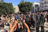 كر وفر بشوارع الحسيمة والقوات العمومية تلجأ للقنابل المسيلة للدموع لصد المتظاهرين