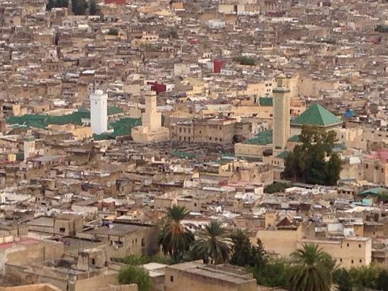 الوكالة المستقلة للماء والكهرباء «تفجر» قضية بناء عشوائي لمسجد كبير بمدينة فاس