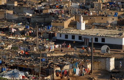 أطماع شركات عقارية كبرى بفاس تهدد بـ«طرد» 400  أسرة من «دوار البورصي»