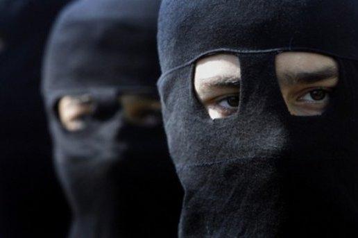 اعتقال عصابة ملثمين بضواحي الخميسات اغتصب أفرادها أما أمام أبنائها الصغار