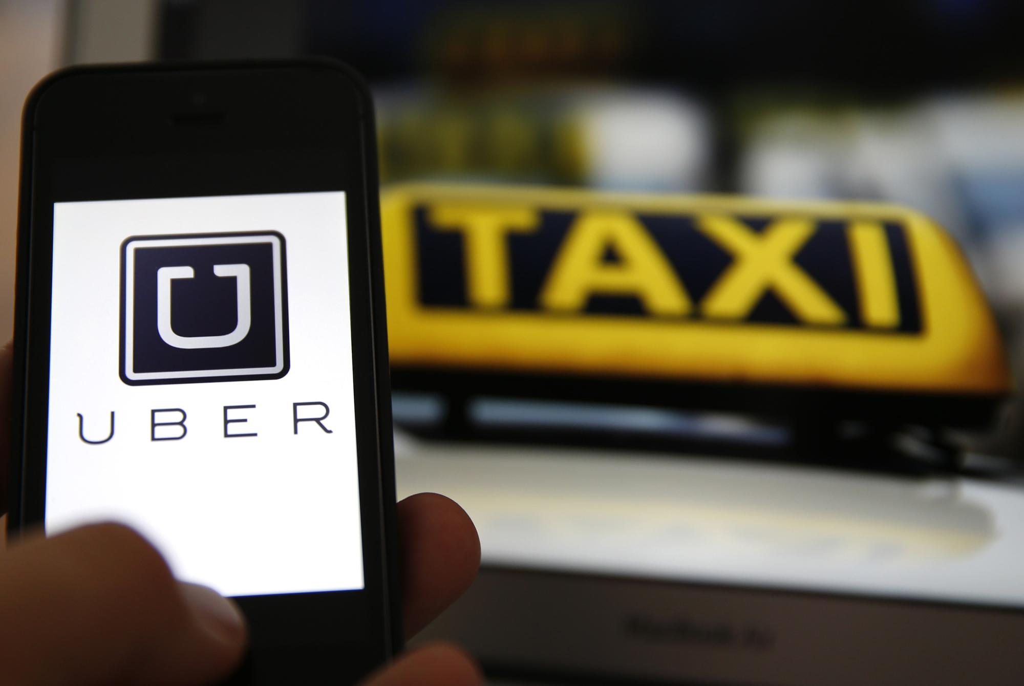 """سائقو """"الطاكسيات"""" يستعينون برئيس الحكومة في مواجهة نشاط «Uber» و«Careem»"""
