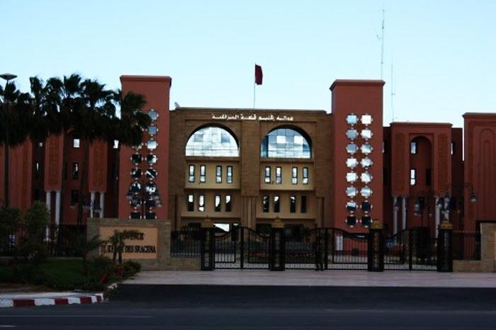 عمدة مراكش يمنح شركة خاصة صفقة لإقامة مراحيض بقلب ساحة جامع الفنا والتجار يحتجون