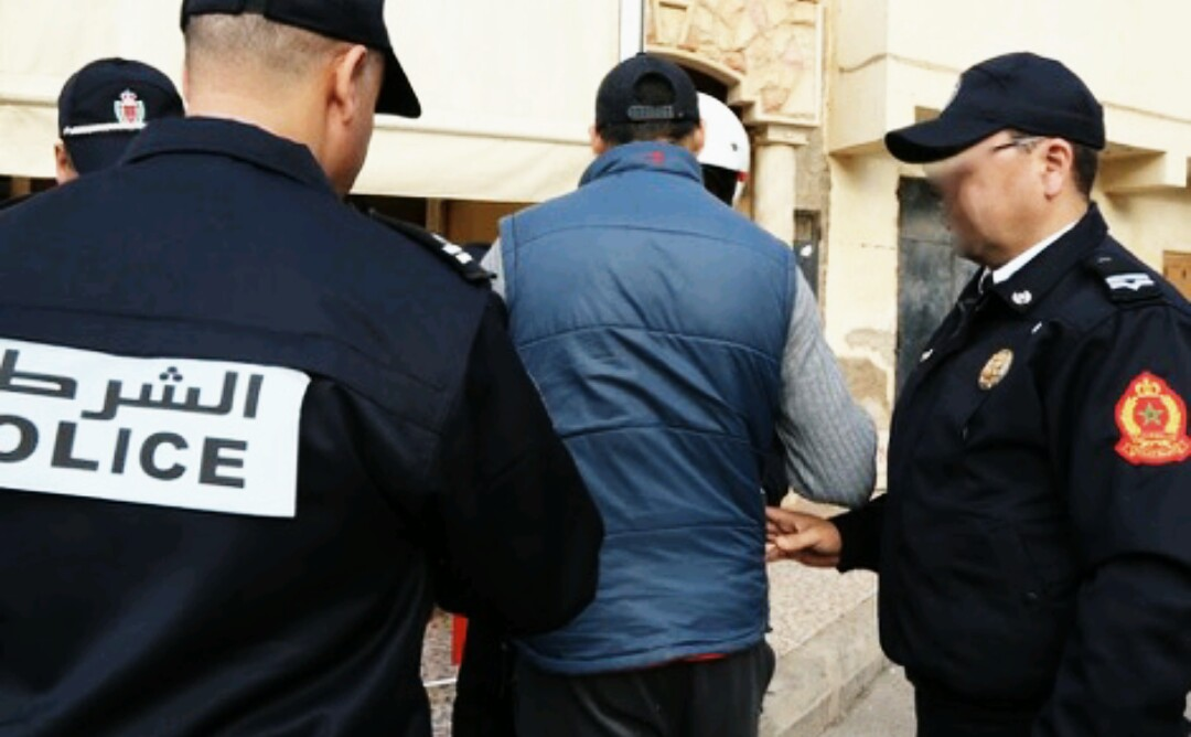 اعتقال حقوقي اتهم مسؤولين أمنيين بمراكش بالتستر على تجار المخدرات بعد الاستماع إليه