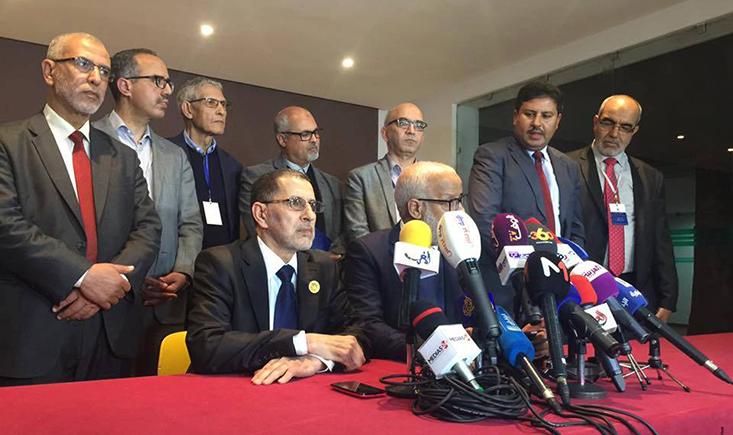 """""""البيجيدي"""" يتهم قياديين بـ""""البام"""" بمراكمة الثروات على حساب منكوبي زلزال الحسيمة والحموتي يهدد الخمليشي تحت قبة البرلمان"""
