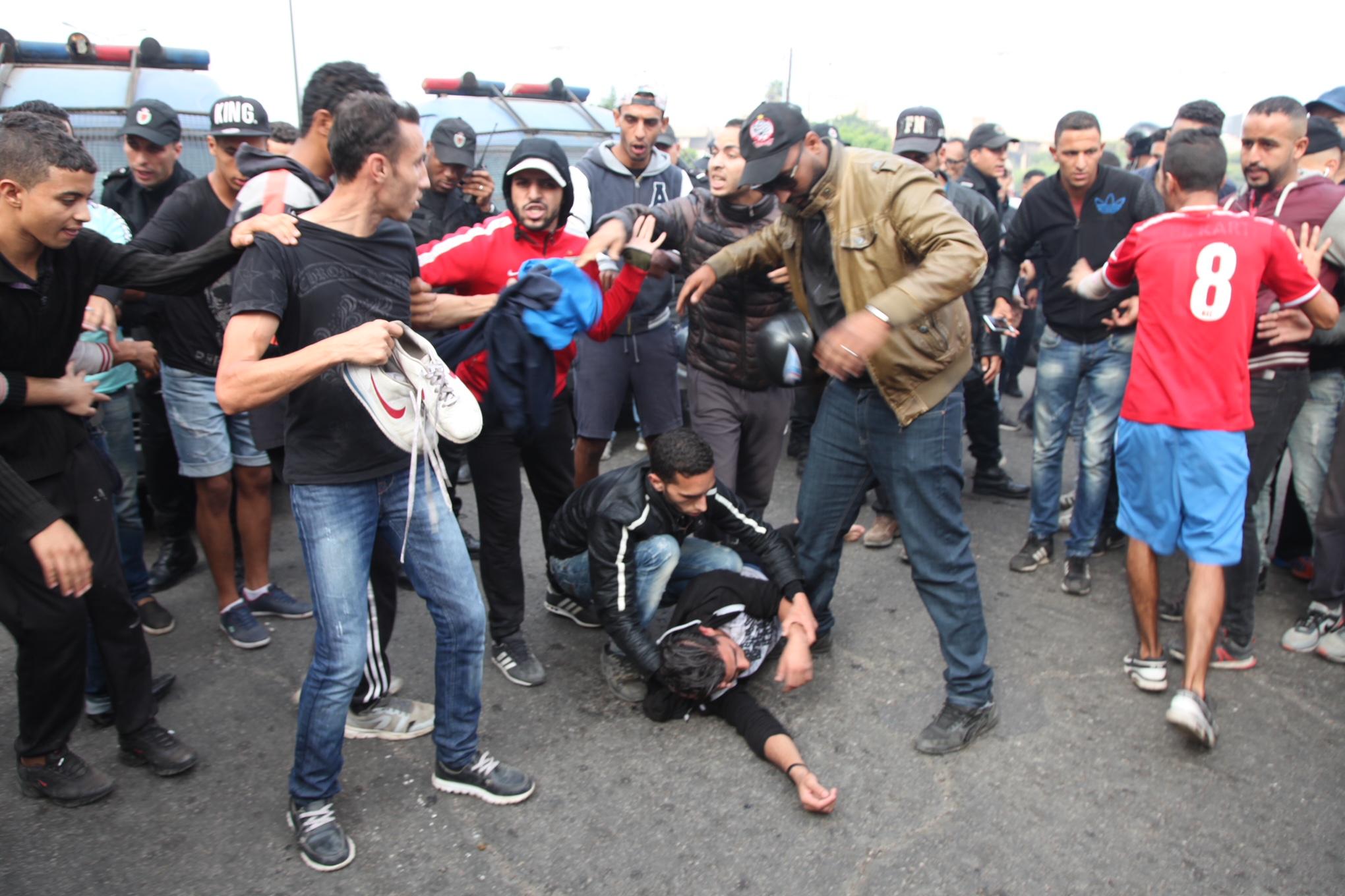 فوضى وإصابات وشغب بسبب تذاكر مباراة الوداد والأهلي