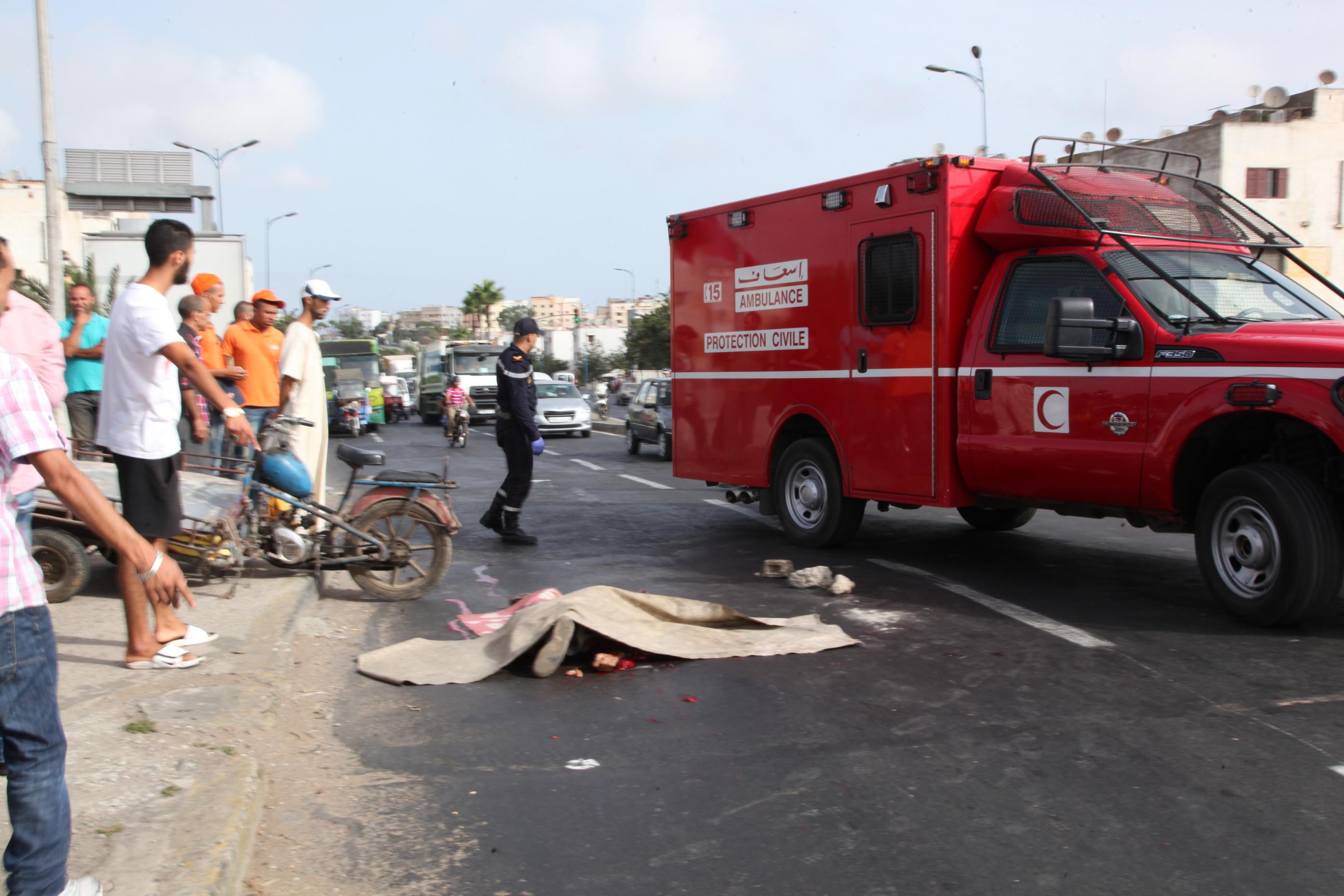 تناثر أشلاء قتيلين في حادثة سير مروعة بين شاحنة ودراجة نارية بآسفي