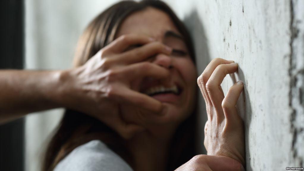 """التفاصيل الكاملة لمحاولة صاحب سوابق اختطاف واغتصاب التلميذة """"هاجر"""" من داخل محلبة بمراكش"""