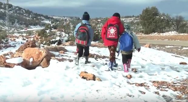 الثلوج توقف الدراسة بعشرات المؤسسات التعليمية بإقليم الخميسات