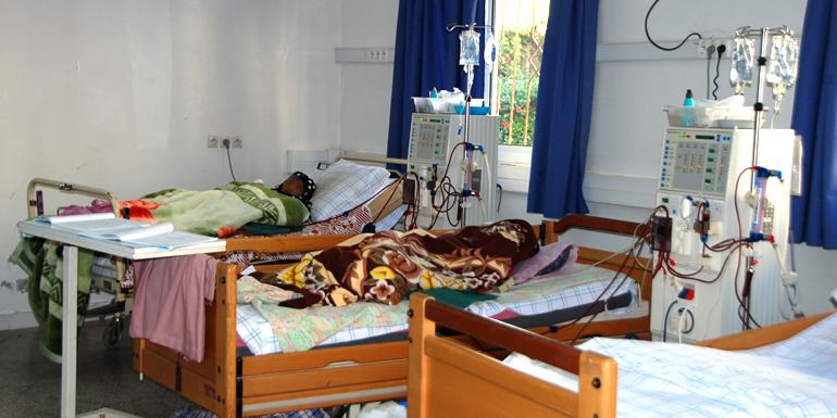 مركز تصفية الكلي بالفنيدق بدون طبيب مختص وتضخم في لائحة الانتظار