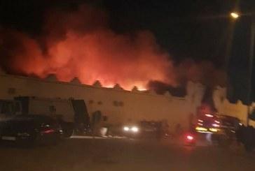 """بالصور ….حريق مهول أتى على سوق """" الثلاثاء """" بإنزكان"""