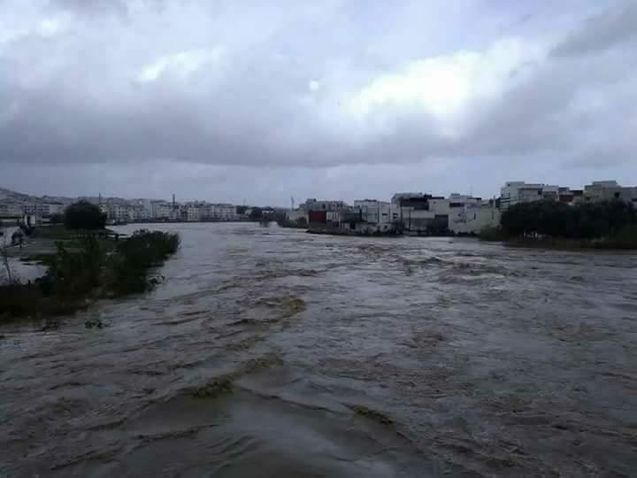 الأمطار تستمر في كشف عيوب البنية التحتية بالشمال وارتفاع منسوب الأودية يهدد السكان