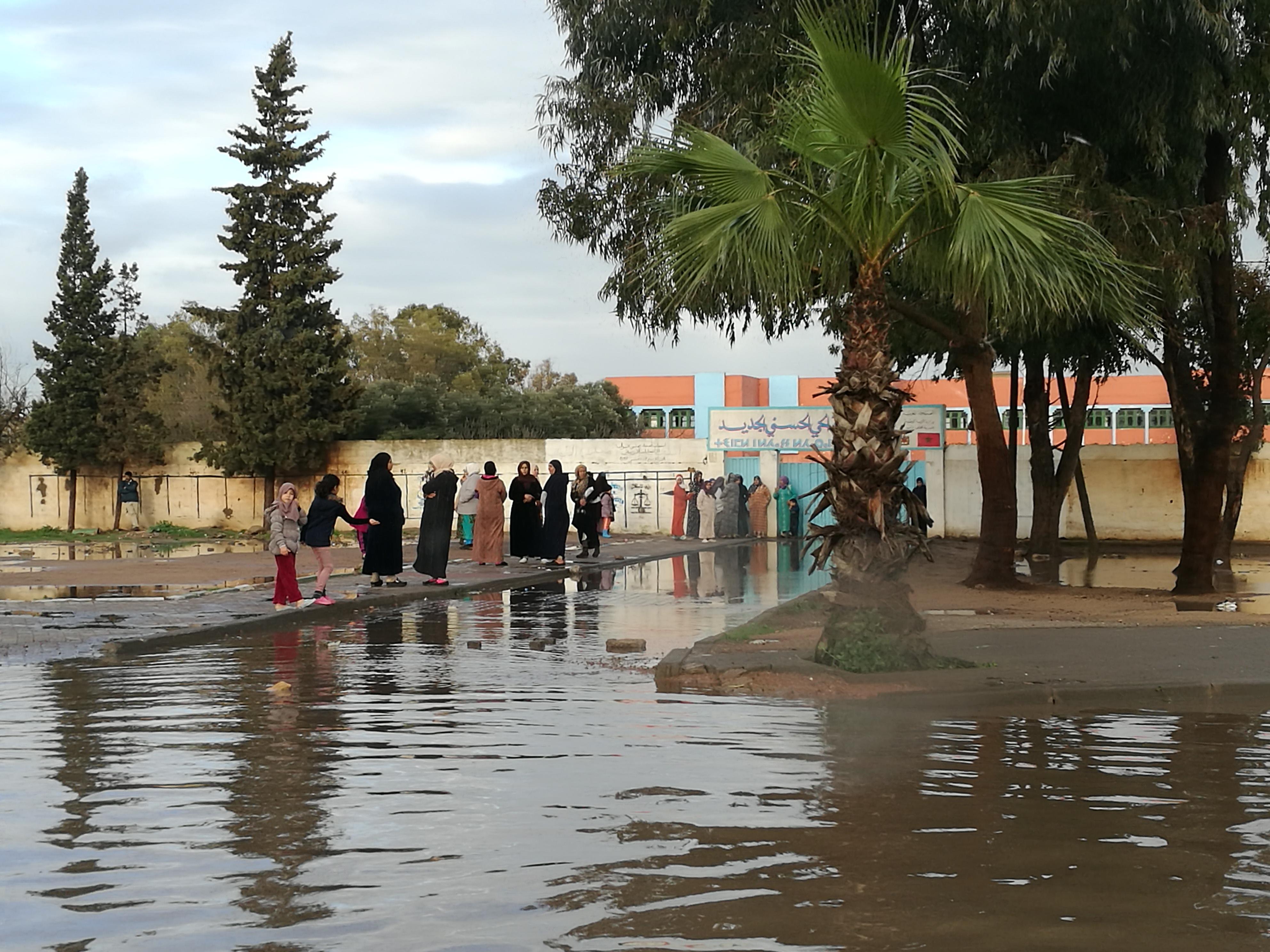 مياه الأمطار والواد الحار تغرقان سكان الحي الحسني ببرشيد