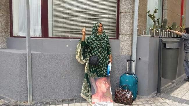 صورة السلطات الاسبانية تتدخل لمنع اعتصام أمام القنصلية المغربية بلاس بالماس
