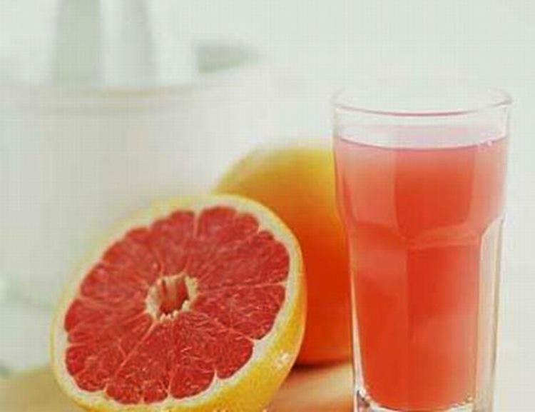 صورة شراب  البمبلوموس بالفواكه