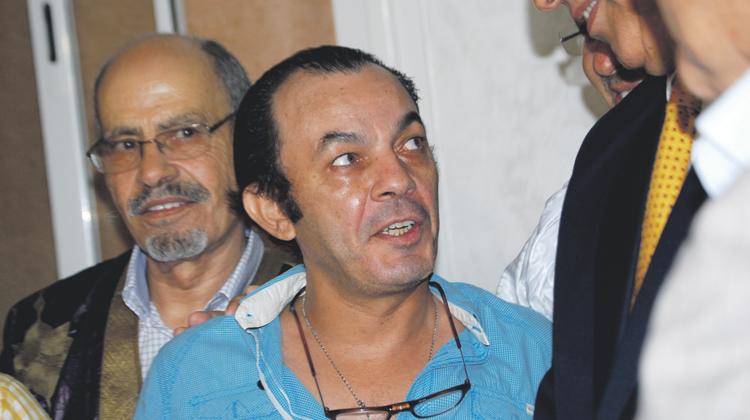 صورة الفنان المصري علاء مرسي يستنجد بوالي الداخلة لاسترجاع حقيبته