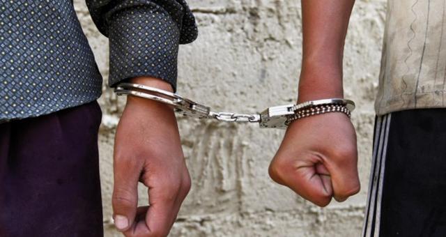 """اعتقال متسكعين تسللوا ليلا لثانوية """"البلاطو"""" بسلا وأضرموا النار بالطاولات وهددوا بسلوكات إرهابية"""