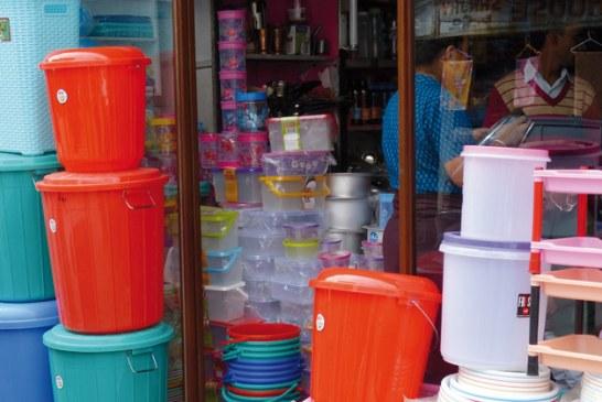 خطير.. أدوات مطبخية بلاستيكية تتسبب للنساء في العقم وللرجال في السرطان