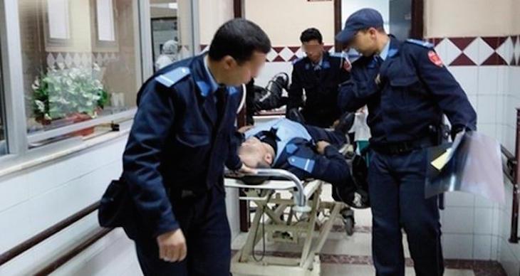 ضابط شرطة مخمور يقفز من الطابق الثاني ويصاب بكسور بعدما ضبط في وضع مشبوه