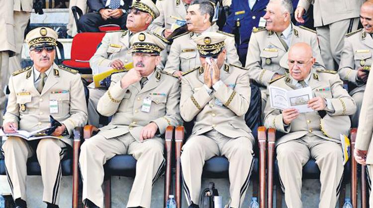 صورة جنرال جزائري يعترض على تعيين عميمور وزيرا للثقافة والإعلام