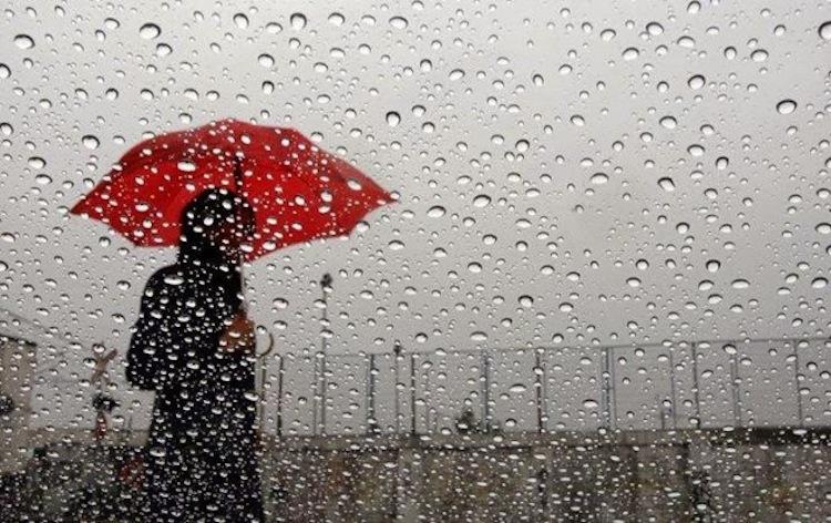 السماء تمطر «وحلا» بفاس وغيوم مشبعة بالغبار الكثيف تخيم على مدن الأطلس وسايس