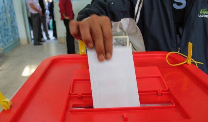 مرشحون بالجهة الشرقية يستعينون بمواضيع جريدة الأخبار لخوض حملاتهم الانتخابية