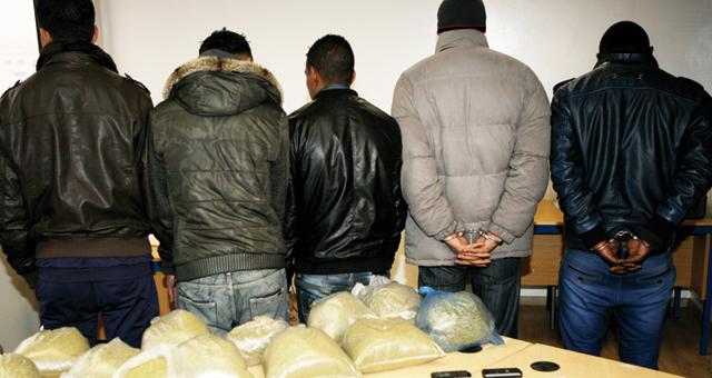 اعتقال 20 شخصا ضمنهم عسكريون وحجز أسلحة بيضاء ومخدرات وتفكيك عصابة إجرامية بمراكش