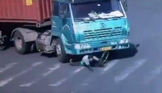 عاجل.ذبح ابنته ذات الستة أشهر وزوجته وانتحر تحت عجلات شاحنة بالمنصورية