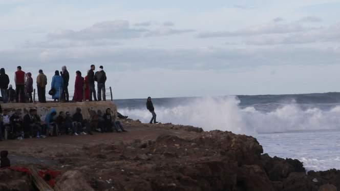شرطي من أمن تازة يلقى حتفه غرقا في شاطئ أشقار الأطلسي بطنجة