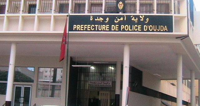 صورة إدارة الحموشي توقف ابن برلماني جزائري من الحزب الحاكم يروج أوراق مزيفة بوجدة