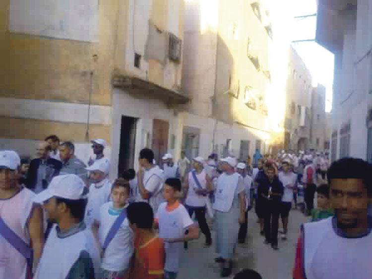 أطفال يدعمون الوزير الأزمي مرشح العدالة والتنمية في حملته الانتخابية بفاس