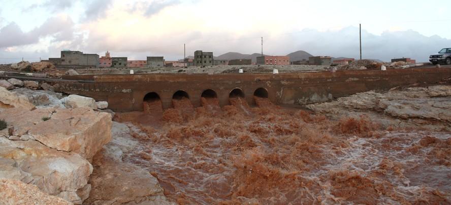 انتشال جثث ضحايا فيضانات واد الفت بأزيلال
