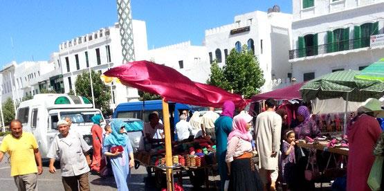 وقفة احتجاجية بالمضيق للمطالبة بفتح تحقيق في ملف سوق «اليمن» للباعة المتجولين