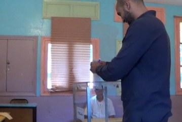 عاجل بالفيديو : بدر هاري يصوت ضد لائحة العدالة والتنمية بالقنيطرة