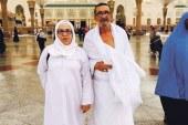 مصطفى الزعري يؤدي مناسك الحج رفقة زوجته على نفقة الملك
