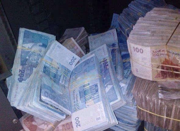 زوجة مدير بنك وشقيقه اختلسا أربعة ملايير سنتيم