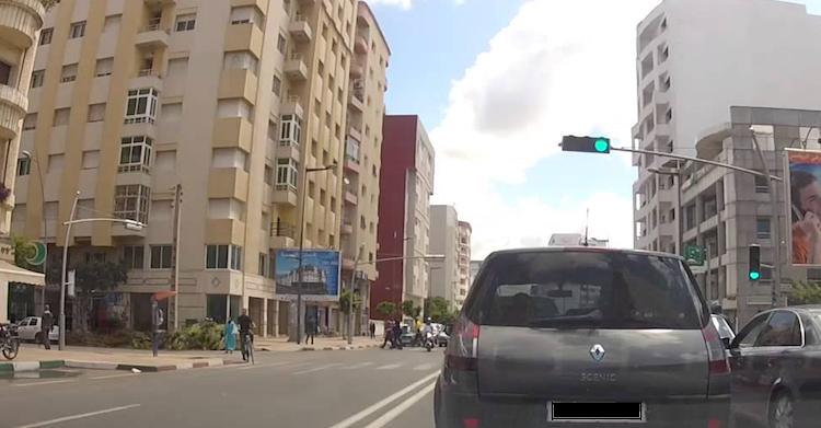 بلدية القنيطرة ترخص لمقاول نافذ بتحويل مرأب سيارات تابع لإقامة سكنية إلى مشروع سياحي