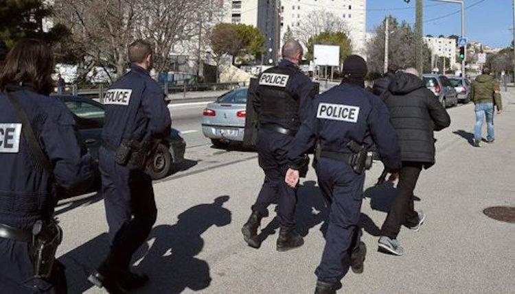 بارون مخدرات مغربي يطيح برجال أمن فرنسيين