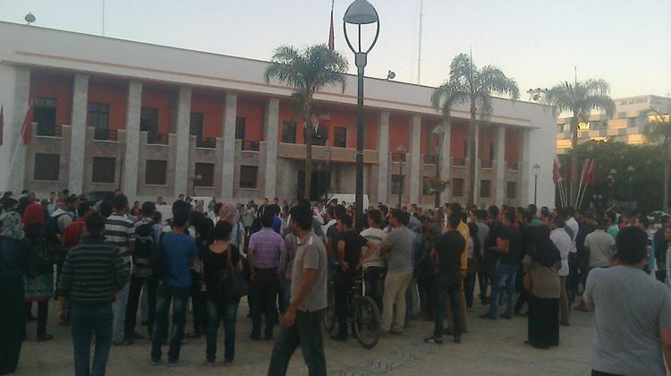 احتجاجات بسبب أزمة النقل وملف الباعة المتجولين بالقنيطرة