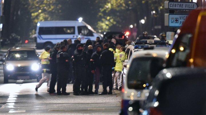 عاجل : مسلحون يحتجزون رهائن ويصيبون بعضهم بالرصاص شمال فرنسا