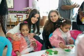 ذرة تقيم حفلا للأيتام بحضور مجموعة من أصدقائها الفنانين