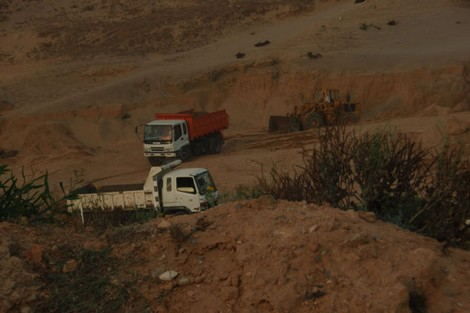 صورة الشرطة القضائية بسطات تحقق في ملف استغلال مقلع بإقليم برشيد
