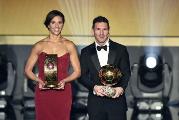 ميسي يفوز بالكرة الذهبية كأفضل لاعب في العالم للمرة الخامسة