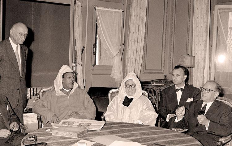 صورة مغاربة حضروا مفاوضات «إكس ليبان» انصرفوا للسياحة وشراء الهدايا