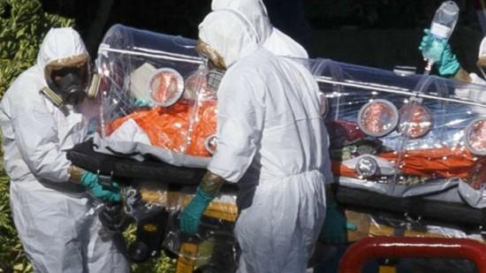 """صورة توقف اضطراري لباخرة بالمحمدية بعد الإشتباه بحالة """"إيبولا"""""""
