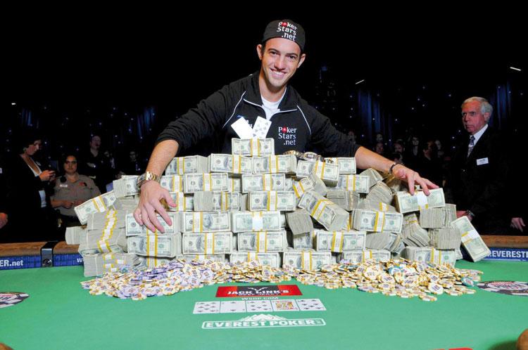 صورة توزيع «الويسكي» بالمجان مع 200 مليون كأرباح قمار في ليلة واحدة بمراكش