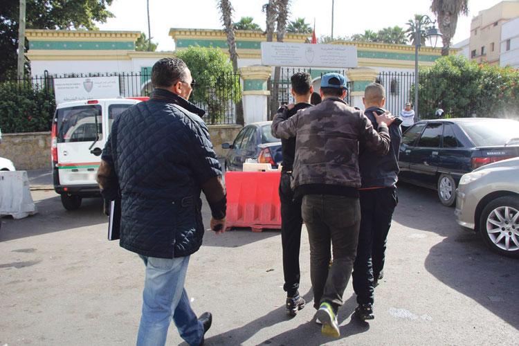 صورة إصابة شرطي وتاجر مخدرات في تبادل لإطلاق النار ببرشيد وأمن البيضاء يطلق الرصاص لإيقاف مشتبه به