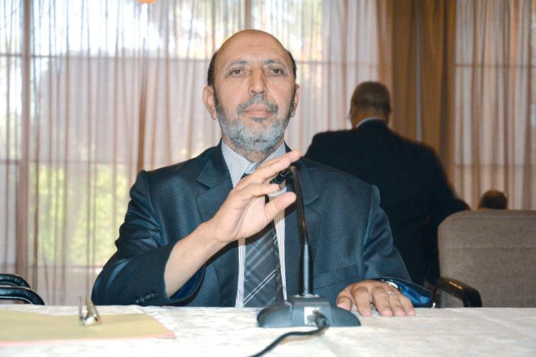 صورة عمدة مراكش يؤكد ما نشرته «الأخبار» حول استيلاء مكتب دراسات على عمل أطر وموظفي المجلس