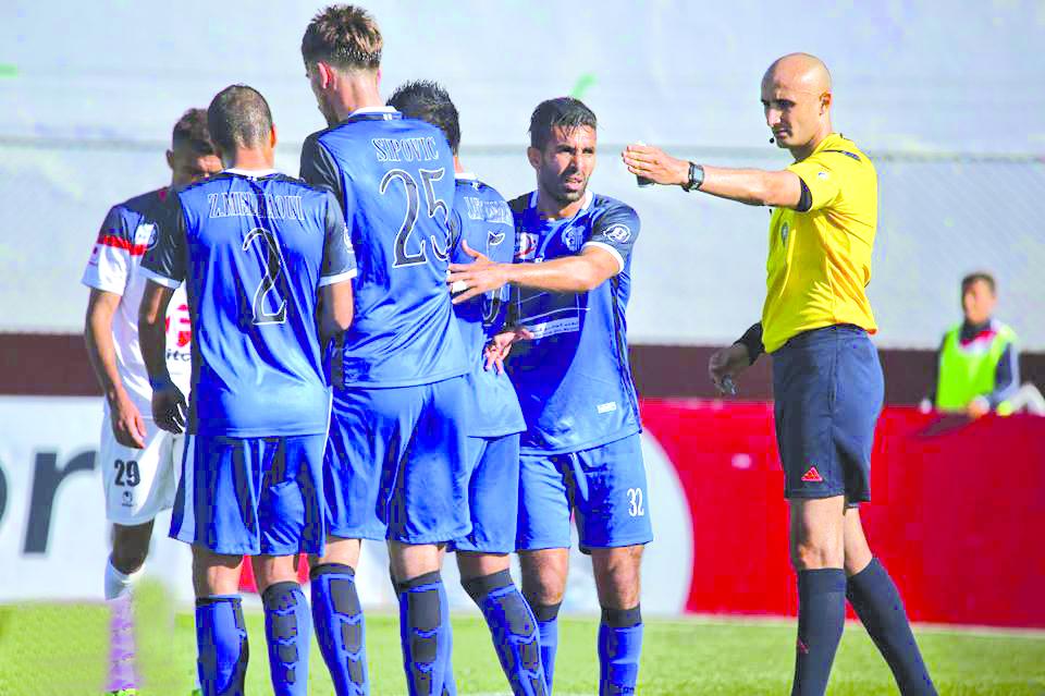 التحكيم يثير غضب الفرق الوطنية في الدورات الأخيرة من البطولة